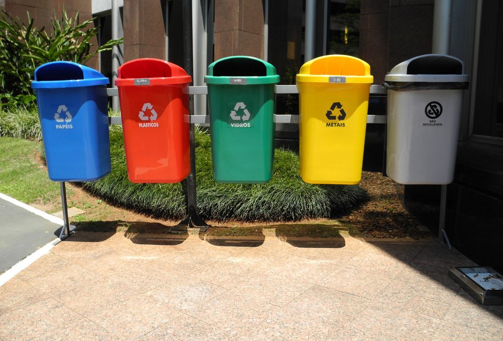 Входит ли уборка листьев, веток, строительного мусора в обязанности регионального оператора?