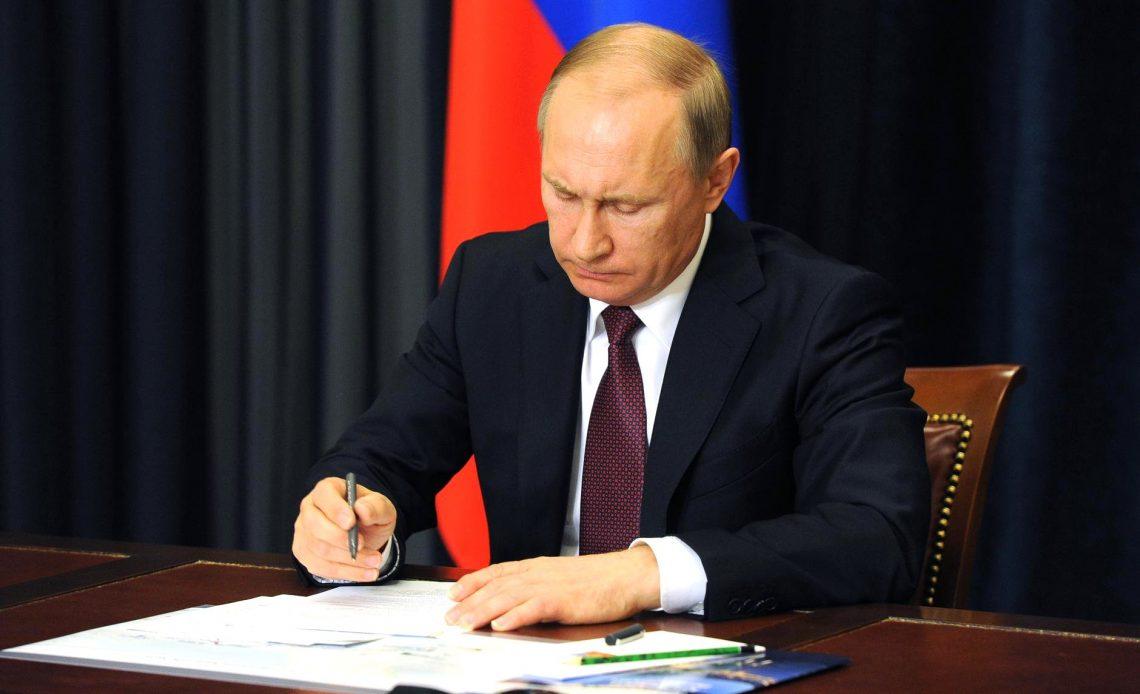 Президент РФ разрешил временно не указывать в заявлении в суд идентификаторы ответчика.