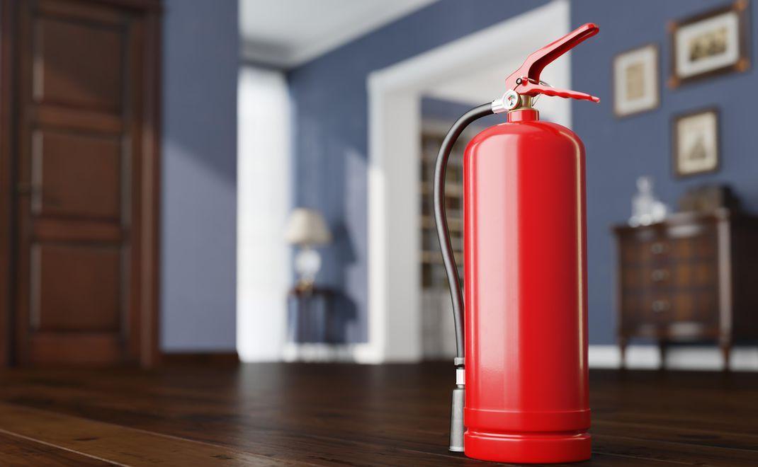 Хранение вещей в подъезде нарушает правила пожарной безопасности
